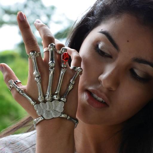Skeleton Hand Bracelet Fashuun Village